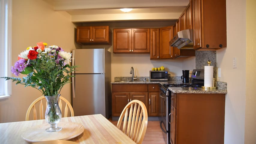 3 BR/1BA: 33% monthly discount, easy access to SF
