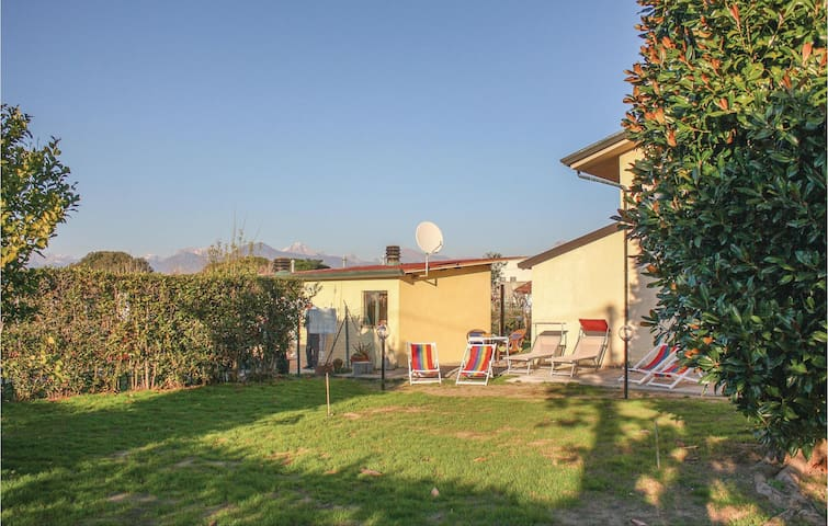 Holiday cottage with 4 bedrooms on 132 m² in Viareggio -LU-