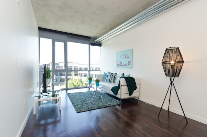 Downtown Seattle Classic 1 Bedroom Apartment