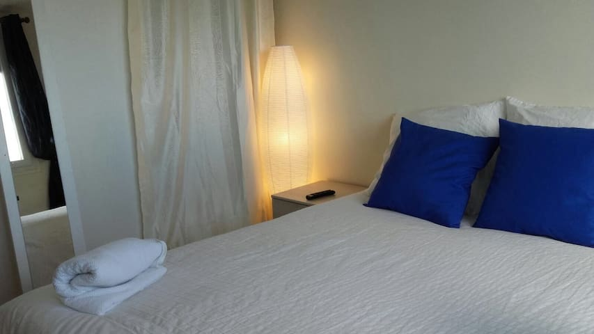 Lovely Bedroom with desktop, close to Paris - Mantes-la-Jolie - Condominio