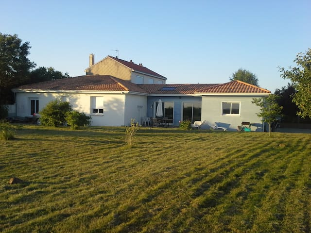Grande maison cœur des vignes VALLET, 15mn Nante - Vallet - Casa