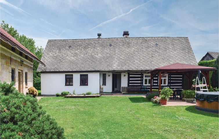 Holiday cottage with 2 bedrooms on 100m² in Miletin