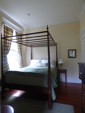 The Green Room with four poster Queen bed