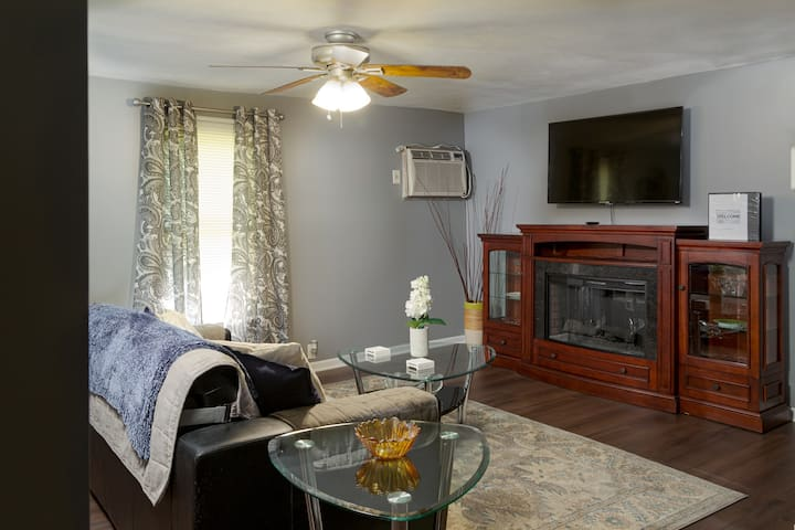 Get Your Kicks on Rte 66 in Our Cozy Cottage