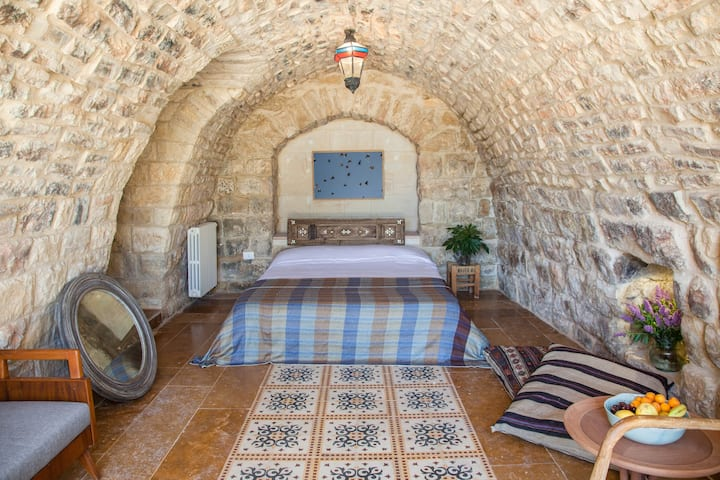 Vaulted Suite - BEYt el Jabal