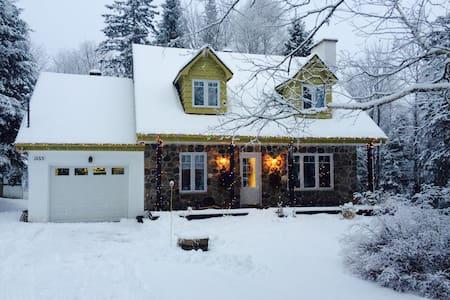 Grande maison Canadienne - Sainte-Adèle