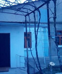Домик в тихом районе поселка