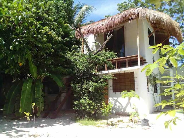 Tropical & Romantic Studio close to beach
