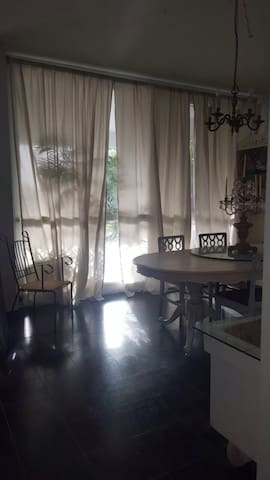 country villa in the middle of the city - Ramat Hasharon - วิลล่า