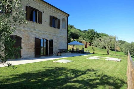 Italian Countryside Apartment with Pool - Altidona
