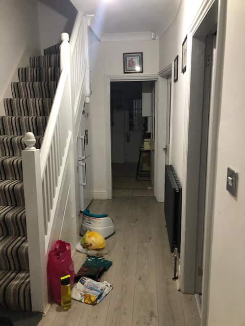 Large Rooms near Birmingham Airport w/ priv toilet