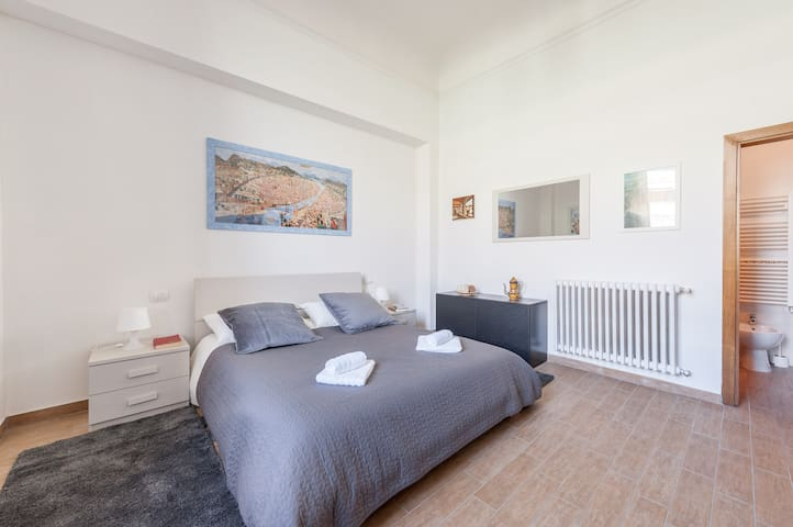 Right in the heart of the city (Central Market) - Florence - Appartement