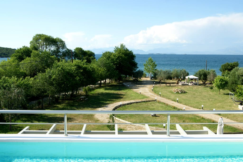 View from the small swimming pool (pludge) at the upper level - Θέα από την ιδιωτική μικρή πισίνα στον πρώτο όροφο
