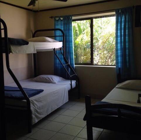Habitación #4 en Casa Buena Mesa, Jacó Sol!