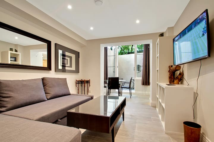 Sitting Room Area with Smart TV