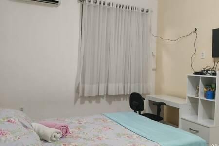 Suite com A/C Lago Jacarey. Fortaleza