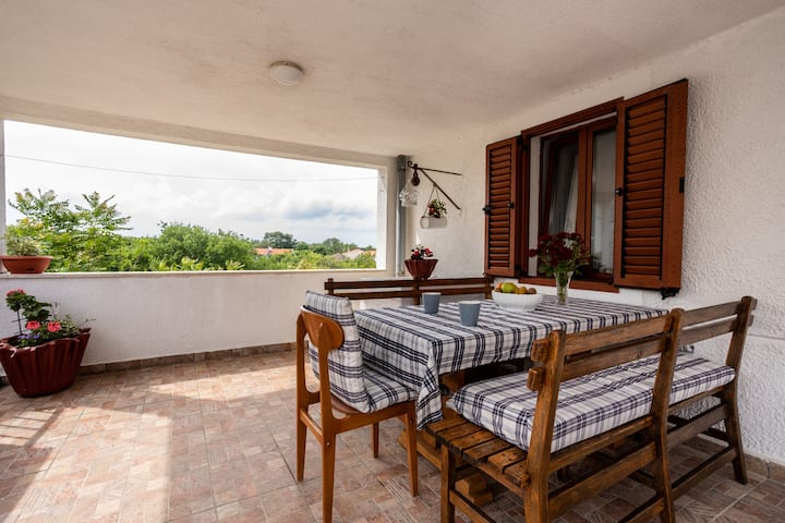 Apartment Loza with spacious terrace, 4 + 1 pers.