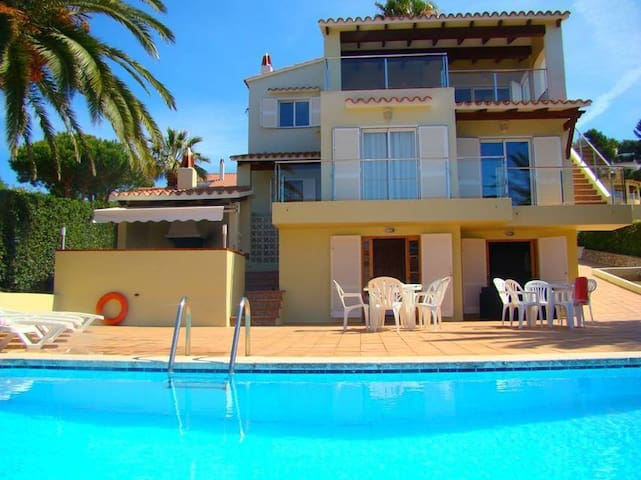 Villa Varadero: family villa with pool in residential area of Menorca