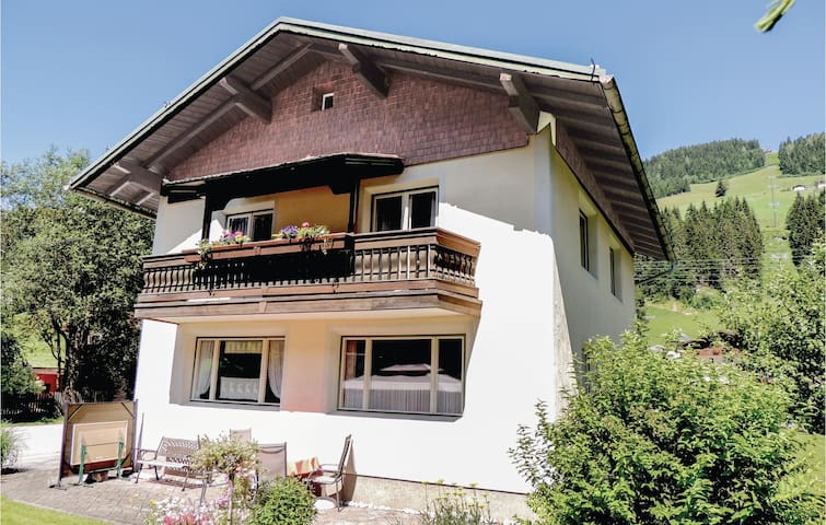 Holiday cottage with 4 bedrooms on 160m² in Kleinarl