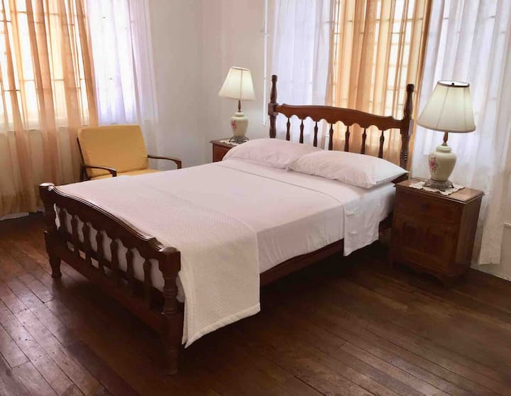 Villa Kingston (2 Bed Rooms, spacious & Private