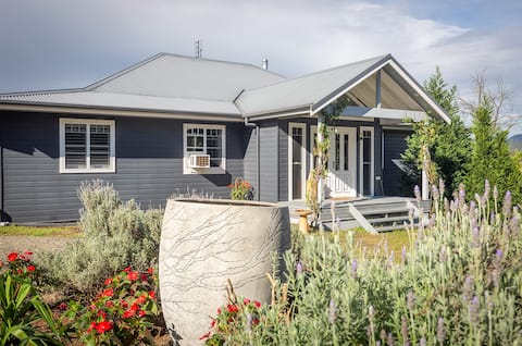 Lakehouse Cottage. 3 bedroom cottage on 36 acres