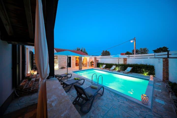 Villa de lujo en Pridraga con Piscina