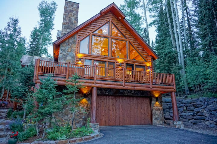 Winter Dream House Walk to Ski - Hot Tub & Views!