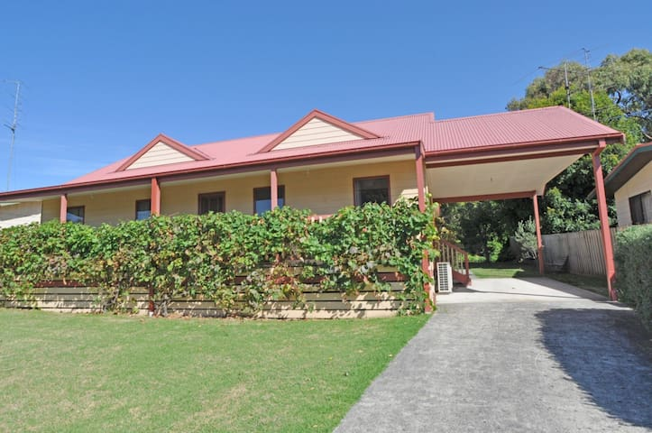 BEILBY BEACH COTTAGE - FREE WIFI  FOXTEL - PET FRIENDLY (OUTSIDE ONLY)