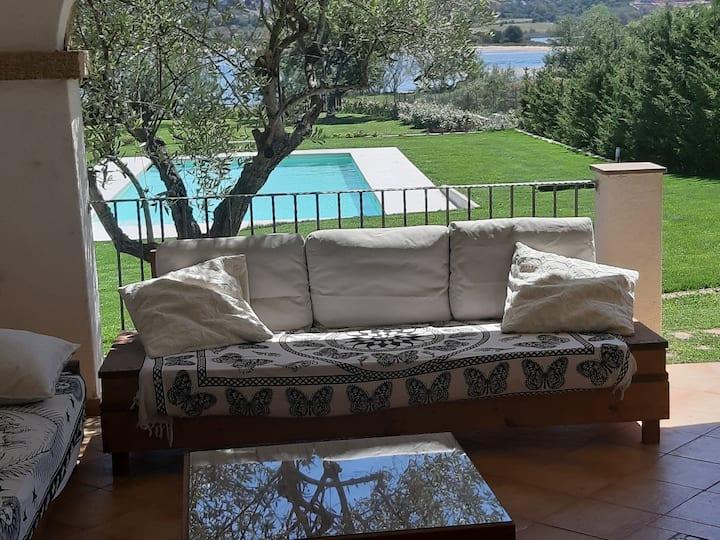 Appartamento in villa con piscina fronte mare