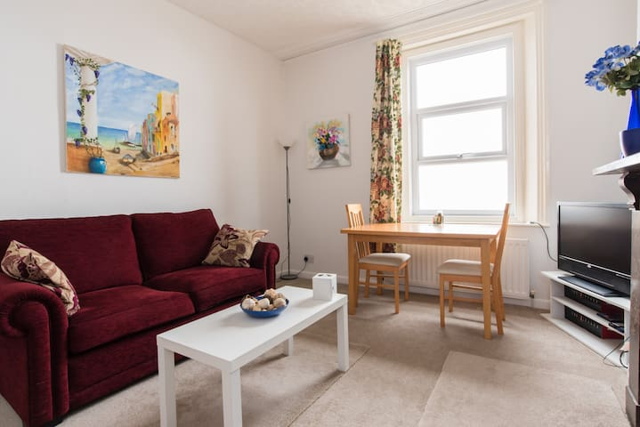 Modern beachfront apartment! - Burnham-on-Sea - Lägenhet