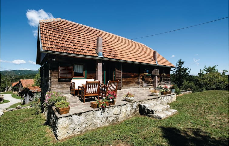 Holiday cottage with 2 bedrooms on 125m² in Ozalj