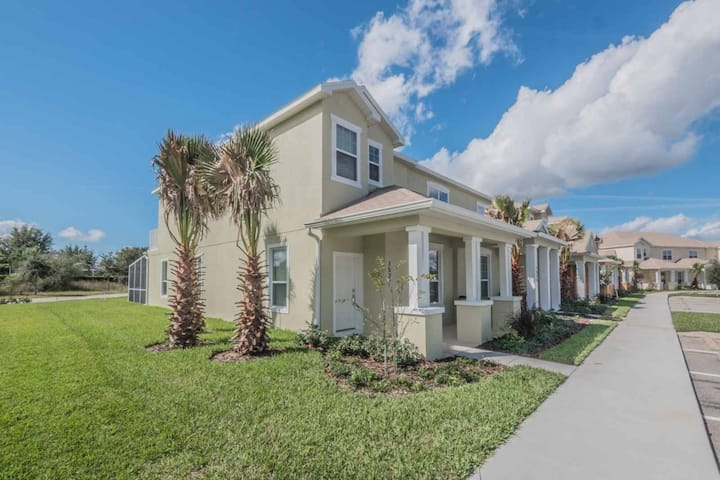 New townhouse close to Disney Complex- 15 min.