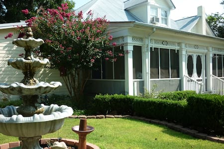 The Garden Apartment - Bastrop - Byt