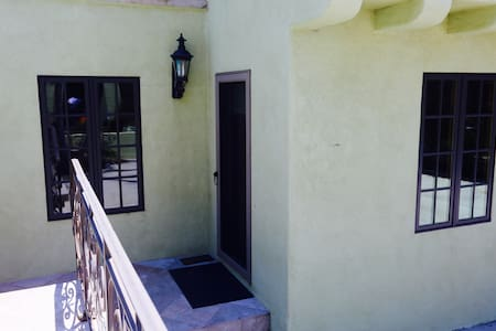 Large, quiet suite in Guest House - Los Angeles - Villa - 2