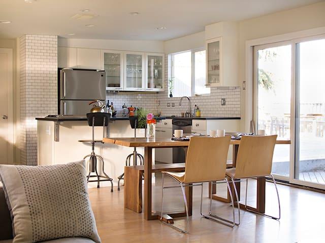 In City 50's Modern Urban Homestead