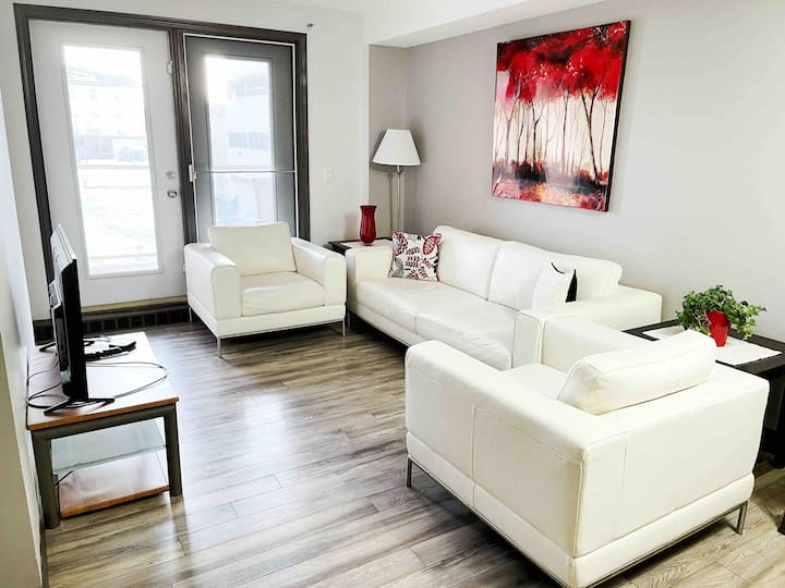 Clean, Quiet Downtown Condo (Close To Keyano)
