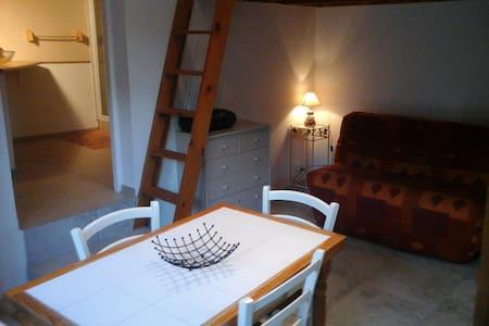 studio dans village - Tavera - Haus