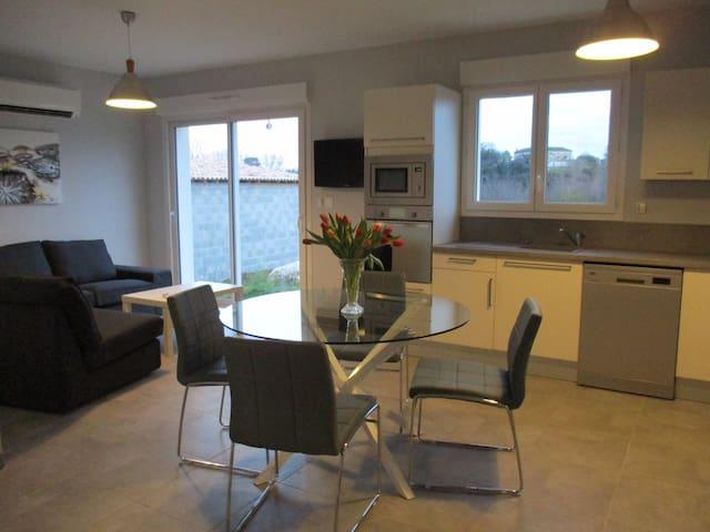 Villa neuve climatisée 4P - Saint-Ambroix - วิลล่า