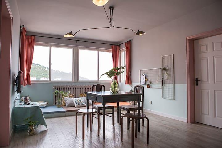 【木兰舟】石老人  三室  怀旧风格  观山看海房 - Qingdao - Lägenhet