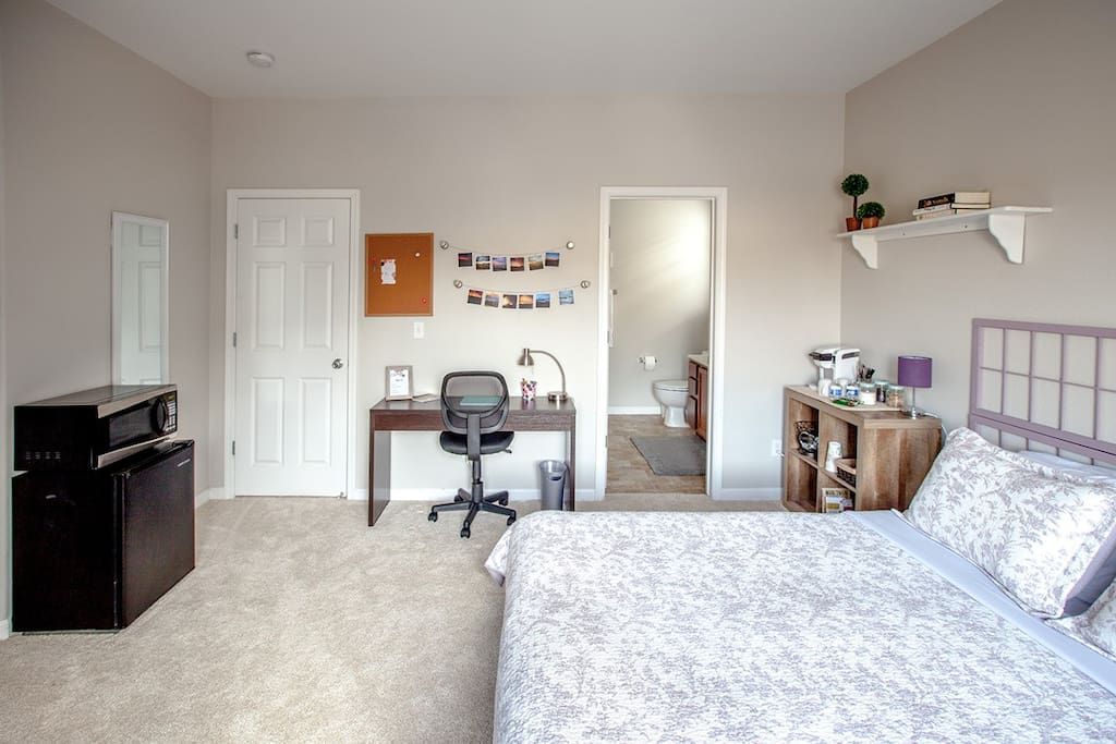 Xl master bedroom with attached private bath townhouses for Master bedroom with attached nursery