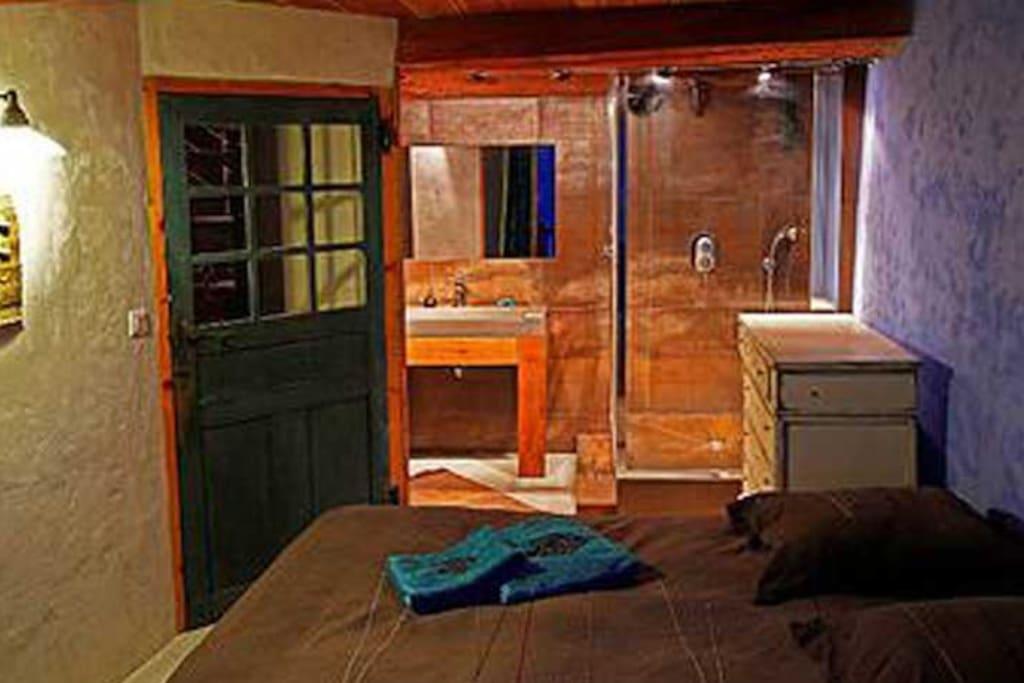 chambre double avec salle de bains privée