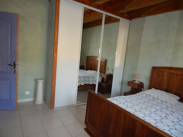 Chambre 1 au RDC (15m2)