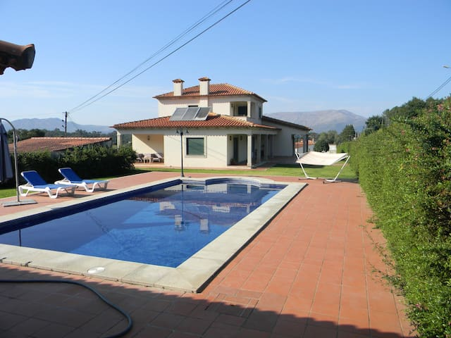 Villa with 4 bedrooms in Geraz do Lima (Santa Leocádia), with wonderful mountain view, private pool, furnished balcony - 12 km from the beach