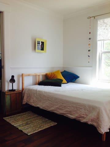 Belle chambre dans maison coquette