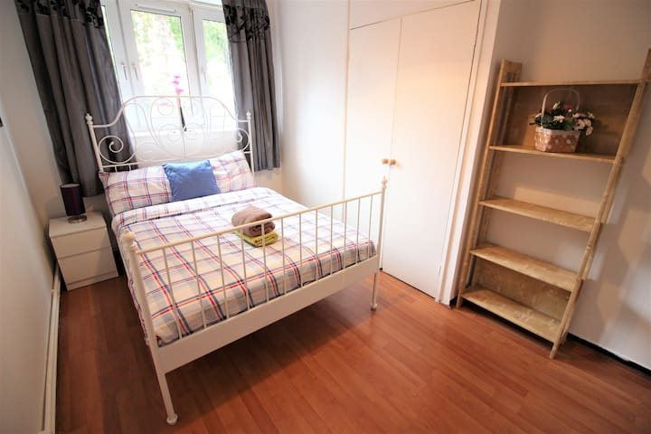 (WEL-B)  PRIVATE ROOM FOR 2 PEOPLE NEAR RIVERSIDE