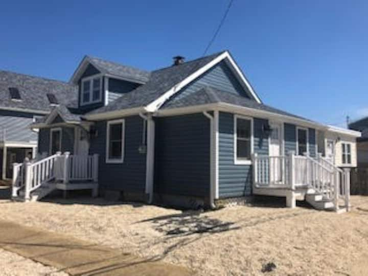 Open Year Round - 2/3 BR NEW Candy Apple Cottage