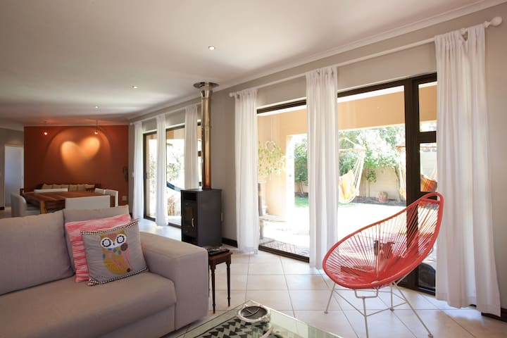 Space, Comfort & Location! - Cape Town - House