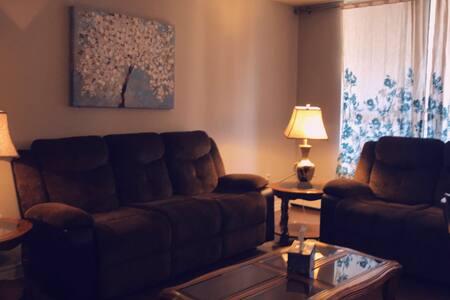 Hamilton home: near McMaster entire 2-bedroom APT