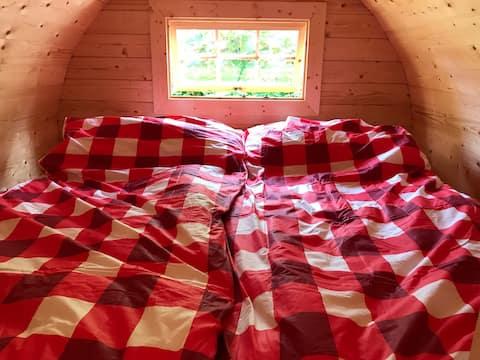 Schlafen im Holzfass