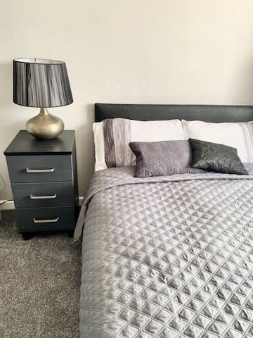 Private room near Southend Airport & Town Centre!